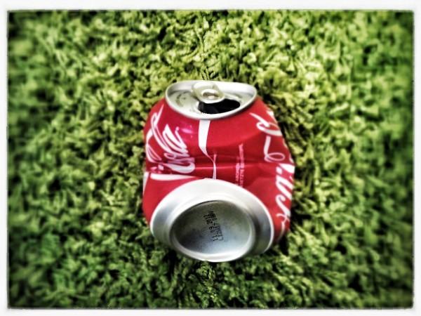 Eine hingeworfene Cola-Dose