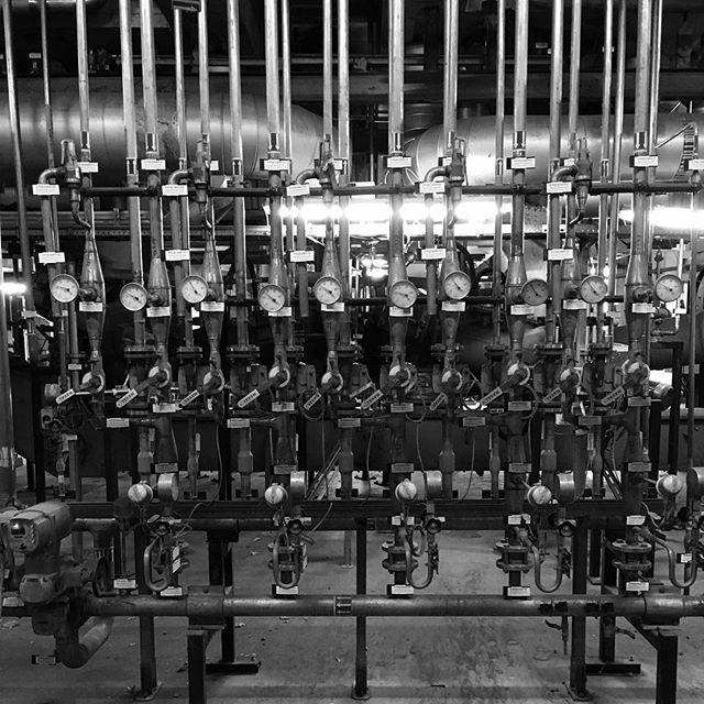 Druck ablassen. #compressor #blackandwhite #wienenergie #powerplant