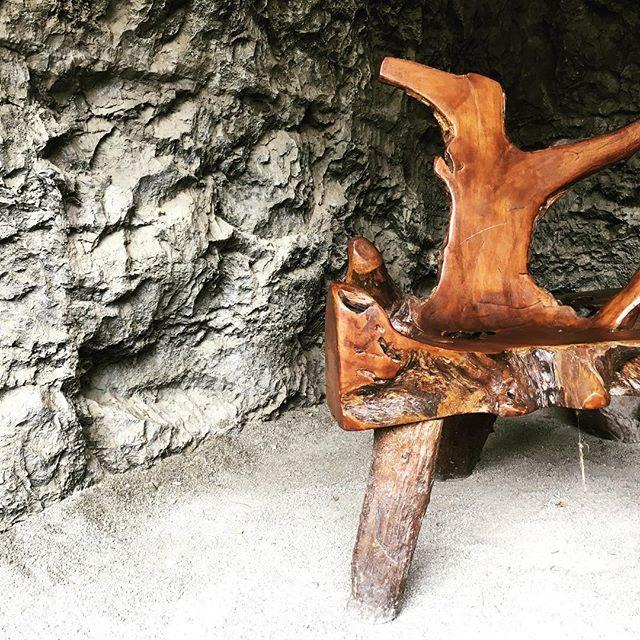 Bequem. #woodart #woodchair #cave