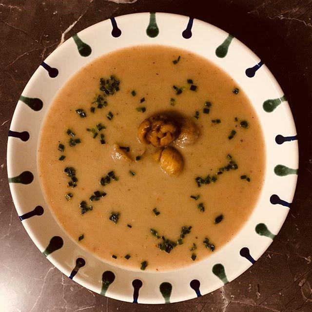 Maroni-Suppe. Unerwartet lecker, dafür dass Maroni drin waren…#foodporn #maroni #chestnut #soup #suppefuetkaltetage