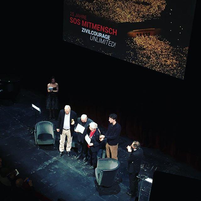 Die beiden Ute-Bock-Preisträger: Helga Feldner-Busztin und Rudolf Gelbard wurden bei der heutigen Matinee von SOS Mitmensch ausgezeichnet. SOS Mitmensch feierte sein 25-jähriges Jubiläum, bekannt wurden sie mit dem Lichtermeer gegen das rassistische Volksbegehren von Haiders FPÖ. #sosmitmensch