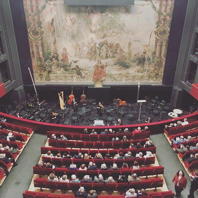 Eine Nacht in Venedig. Also gleich… Und dieses Mal ganz oben in der Galerie#volksoper #vienna #einenachtinvenedig #operette