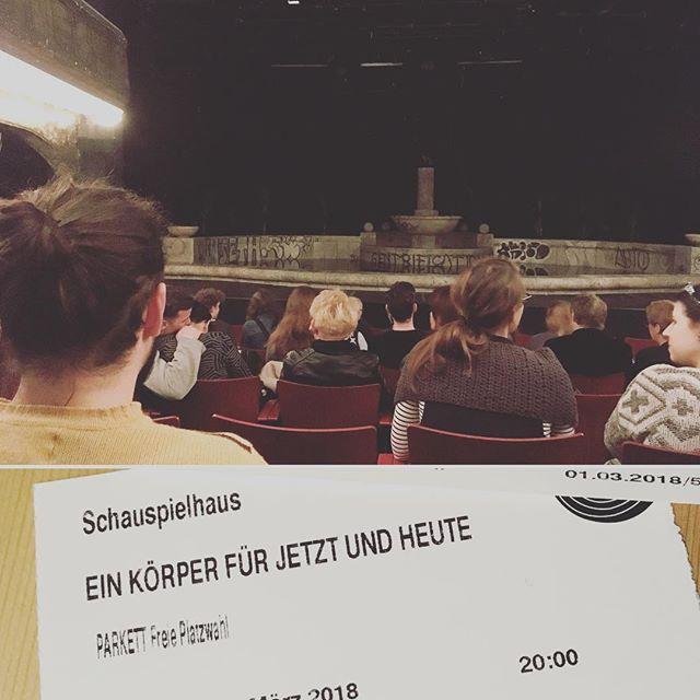 Ich hab nichts kapiert und bin verwirrt. Also war es große, moderne Kunst. #schauspielhaus #culture #theater #nixfürdiletantenwiemich #einkörperfürjetztundheute