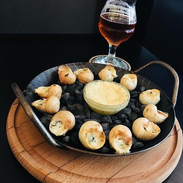 Snails and beer. Classic Czech dinner, isn't it?! #snailsformygirl #prague #usupa #usupabrewery #snails #beer #snailsofinstagram #snailsfordinner #tasty #czechfood #beerlovers #beertime #craftbeer #beerstagram #snailstagram #foodporn