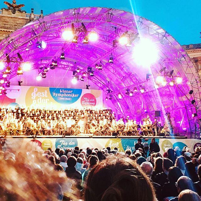 Fest der Freude auf dem Heldenplatz zum 8. Mai#festderfreude #vienna #wien #8mai 8mai1945 #nerverforget #niewieder #wienersymphoniker #tagderbefreiung #peace #heldenplatz #gelbard