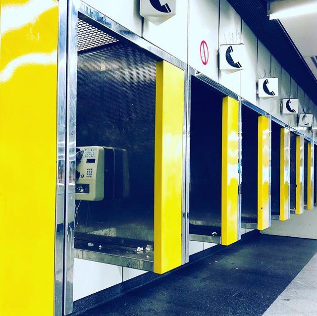 Gelbe Vergangenheit.#yellow #callbox #westbahnhof #vienna