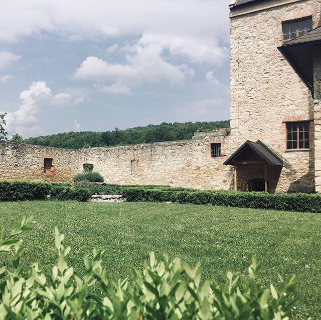 Innenhof im ehemaligen Kloster St. Anna, nun ein Teil des Naherholungsgebiets Leithagebirge