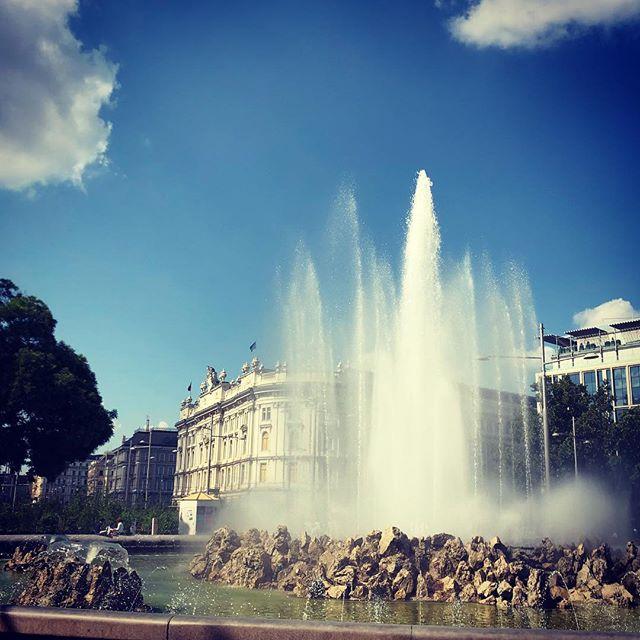 Beautiful Vienna#vienna #wienliebe #spring #fountain #schwarzenbergplatz #hochstrahlbrunnen