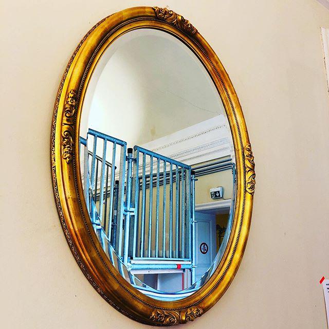 Gerüst im Goldspiegel...#schlossmarchegg #golden #mirrormirror #mirrorpic #mirrorgram #scaffold #igersviennaontour #thingsyoudreamof