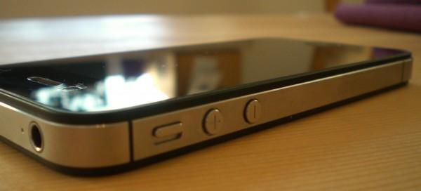 Stummschalter und Lautstärkenschalter des iPhone 4S