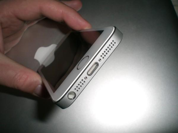 Lightning-Anschluss, Lautsprecher, Mikrofon, 3,5mm Klinkenanschluss des iPhone 5S
