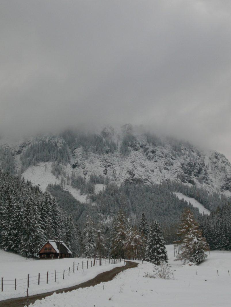 Kaiserau: Schnee dominiert das Panorama