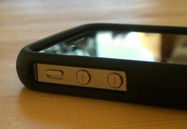 Lautstärke-Regelung und Stummschalter im Speck TartanPlaid Case