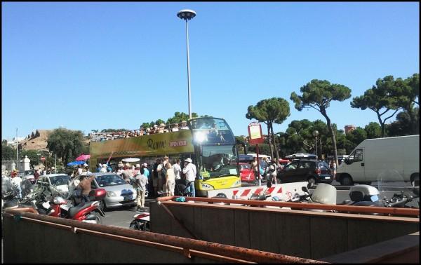 Touristen Cabrio in Rom