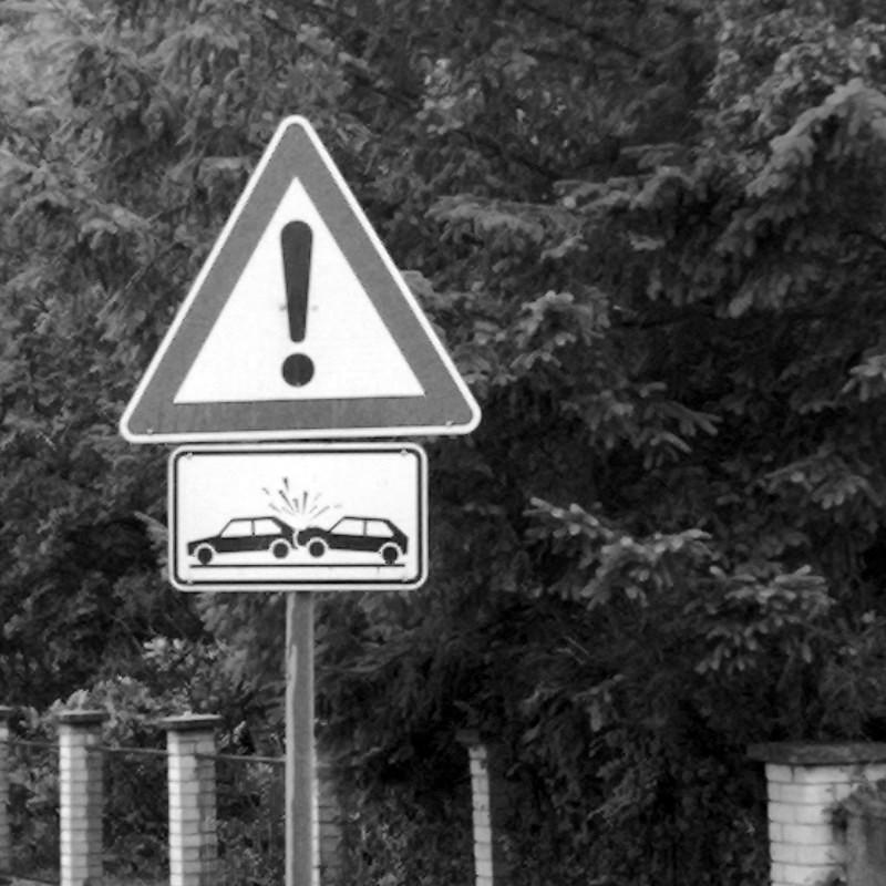 Verkehrsschild: Vorsicht Unfallgefahr (Symbolfoto)